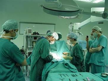 Akdeniz Üniversitesi'nde dünyanın ilk rahim nakli yapıldı