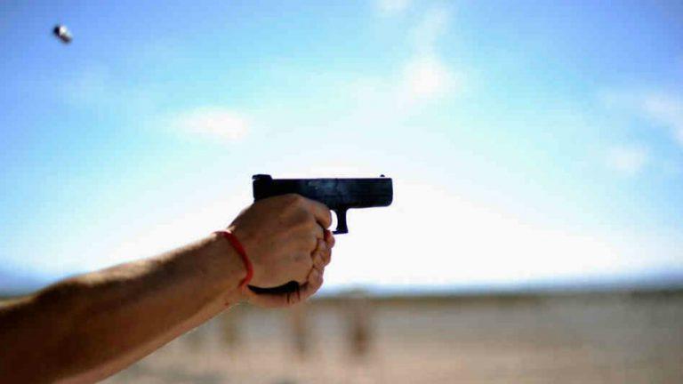 Doktor, Kendini de Meslektaşını da Silahla Yaraladı